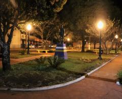 Nova iluminação valoriza Praça Luiz Treglia
